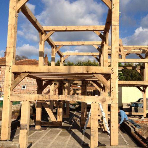 large-oak-frame-build-in-progress.jpg